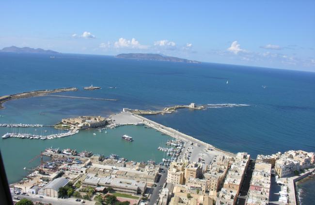Haven van Trapani met uitzicht op Favignana