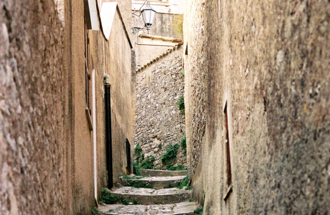 Smalle straatjes in Erice